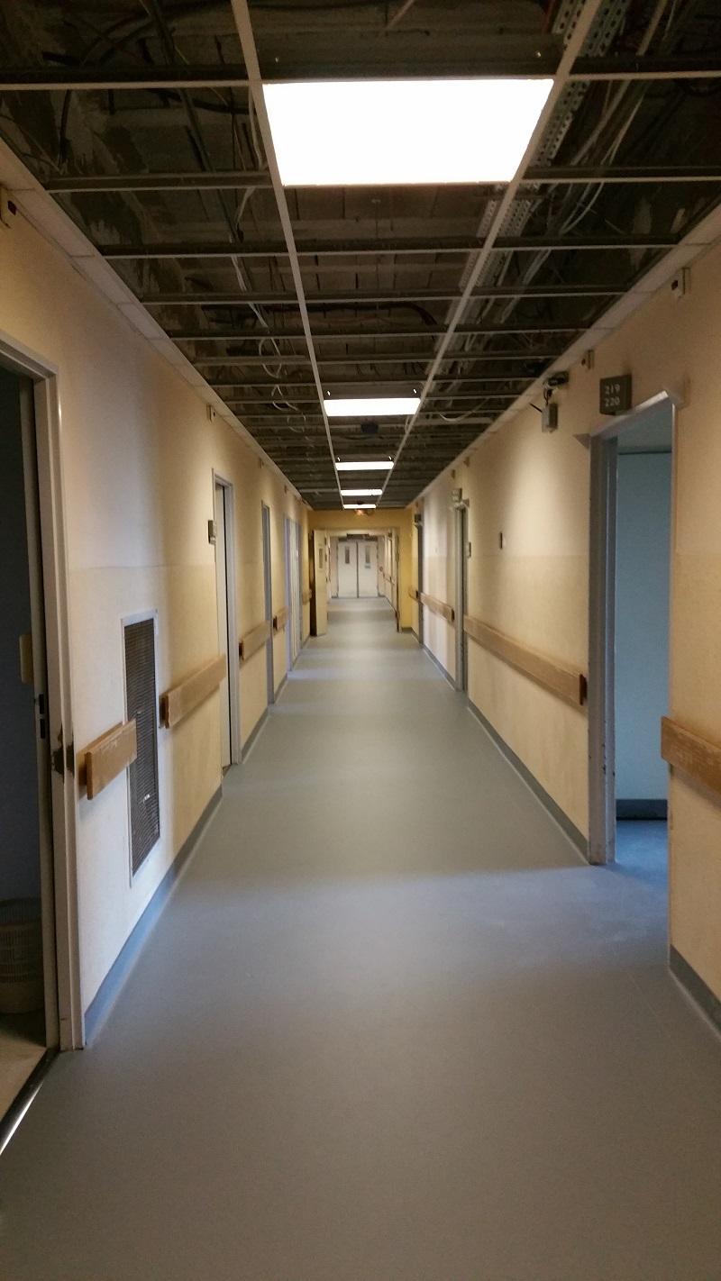 Finition mastic remontée en plinthe Hôpital Aubagne