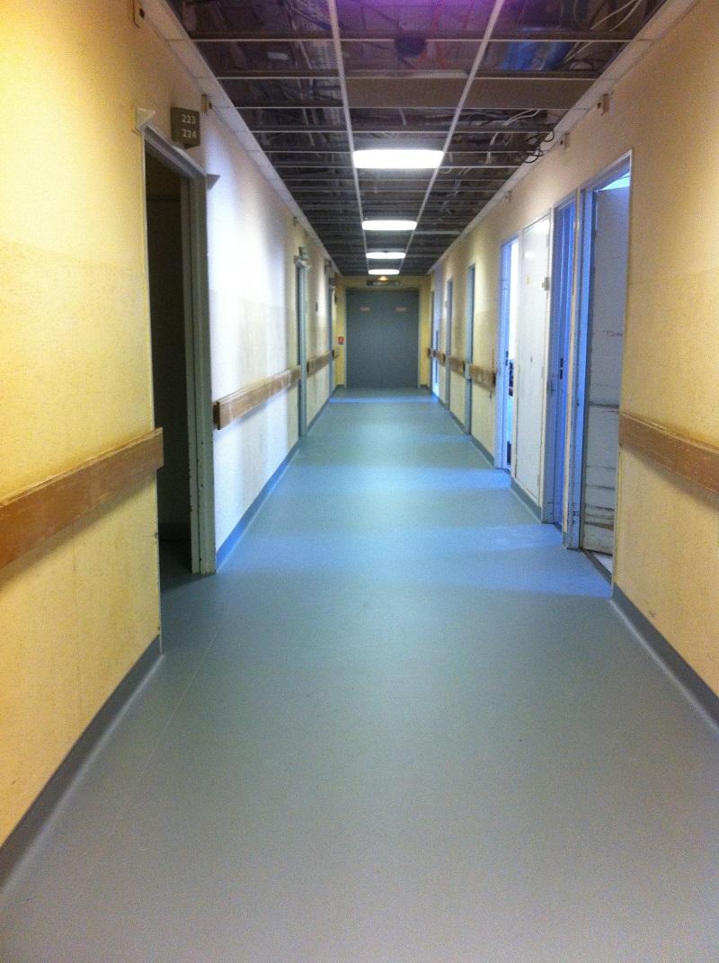 Pose revêtement de sol vinyle remontée en plinthe Hôpital Aubagne