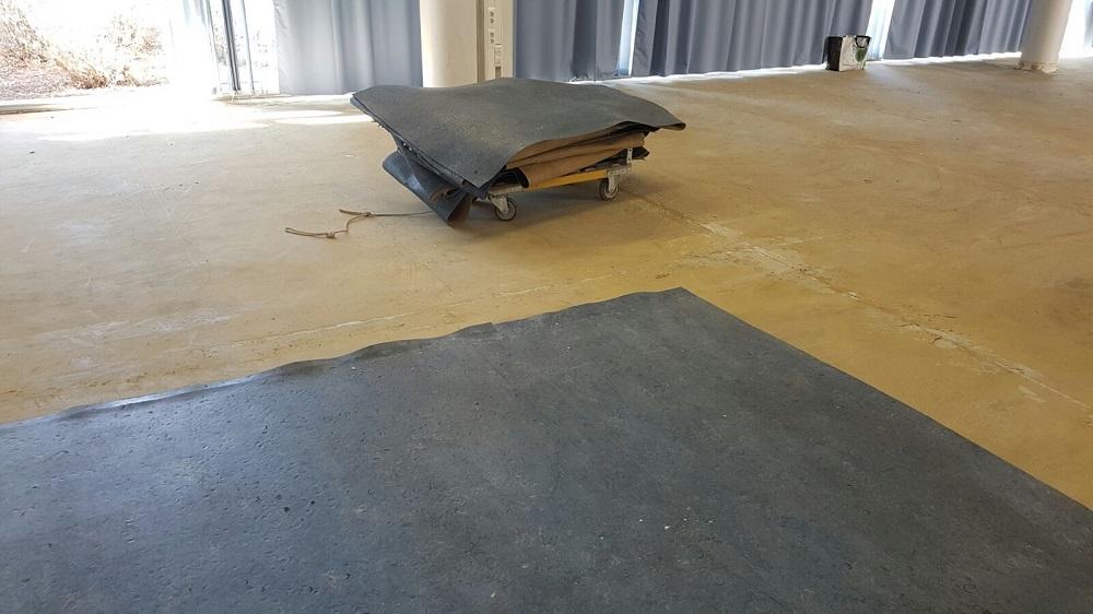 Dépose de l'ancien revêtement de sol en lino Lycée Toulon