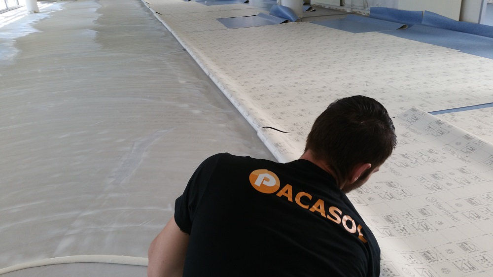 Encollage de revêtement de sol souple à la colle Sader Lycée Toulon Pacasol