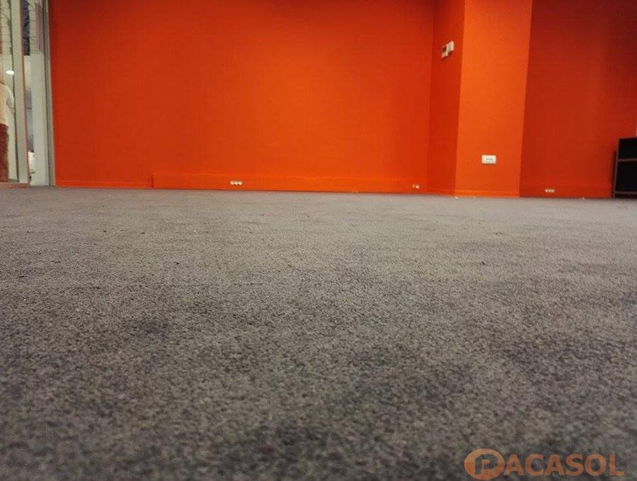 Pose de dalles moquette plombantes grises Blsan Centre d'affaires à Marseille - Pacasol