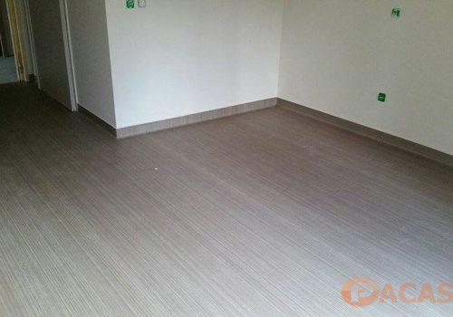 pose-remontee-en-plinthe-revetement-sol-PVC-taralay-impression-confort-gerflor-chantier-ARI-sainte-marthe-Marseille-Pacasol