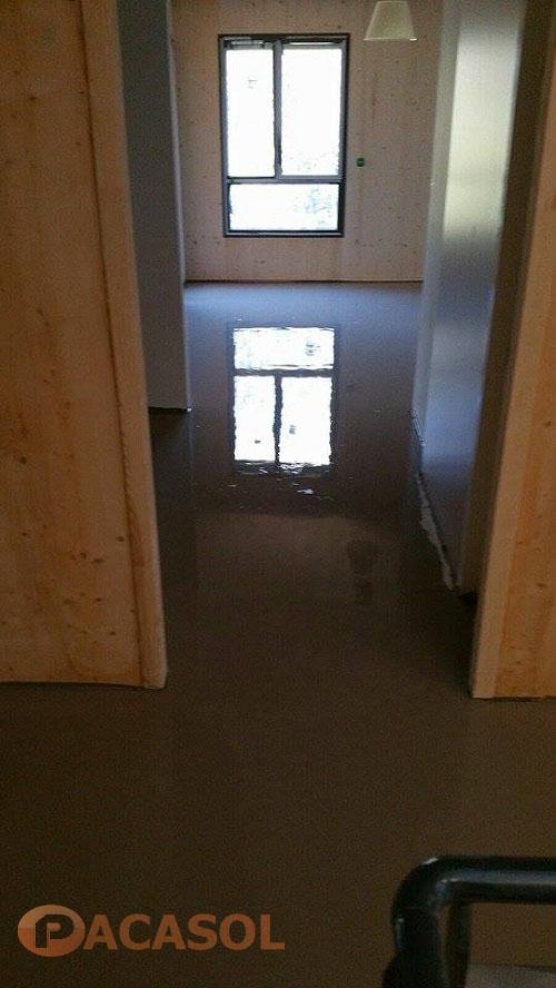 Application d'un ragréage autolissant P3 foyer d'hébergement ARI Marseille - Pacasol