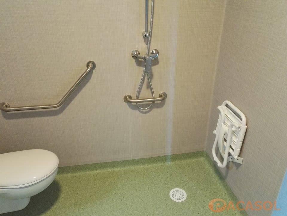Pose système douche intégrale Tarkett EHPAD à Cassis - Pacasol