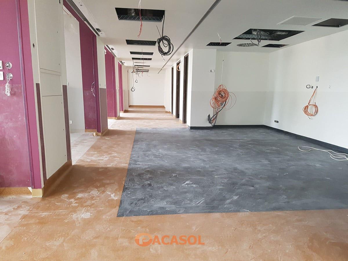 Pose de revêtement de sol PVC avec incrustation Taralay Premium Compact Gerflor dans les couloirs de l'Hôpital Edouard Herriot à Lyon - Pacasol